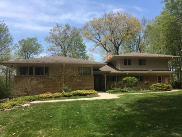 4726 W Parkview Dr, Mequon, WI 53092 (#1596257) :: Tom Didier Real Estate Team