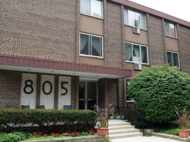 805 E Henry Clay St #101, Whitefish Bay, WI 53217 (#1597190) :: Tom Didier Real Estate Team