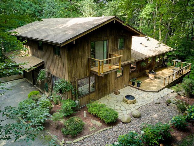 10907 Hidden Valley Dr, Cedarburg, WI 53012 (#1599219) :: Tom Didier Real Estate Team
