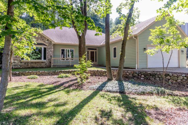 W226N7460 Woodland Creek Dr, Sussex, WI 53089 (#1606023) :: Vesta Real Estate Advisors LLC