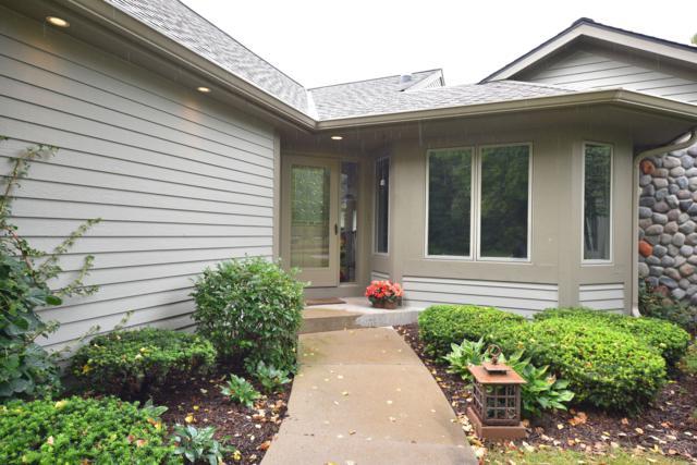 501 White Oak Trl, Hartland, WI 53029 (#1606700) :: RE/MAX Service First
