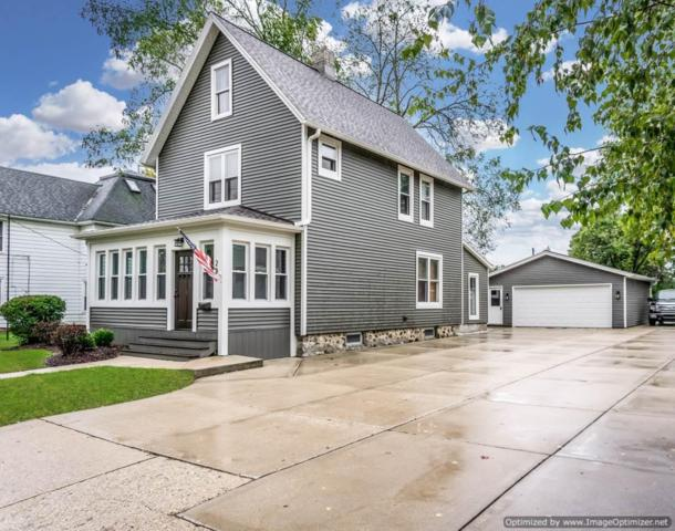223 Maple Ave, Hartland, WI 53029 (#1608642) :: RE/MAX Service First