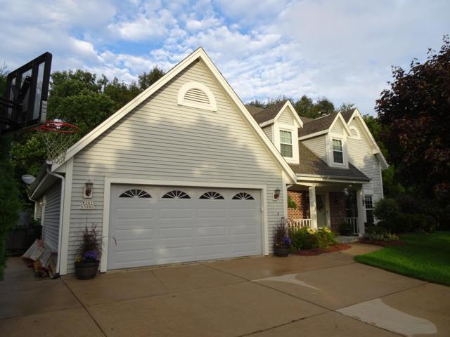 W241N5986 Goldencrest Ct, Sussex, WI 53089 (#1608778) :: Vesta Real Estate Advisors LLC