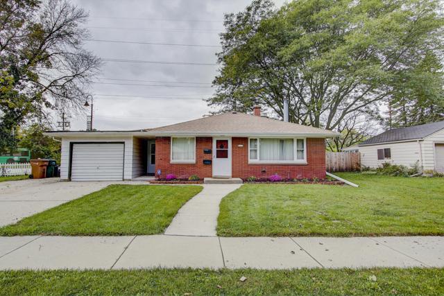 5607 N Argyle Ave, Glendale, WI 53209 (#1609127) :: Tom Didier Real Estate Team