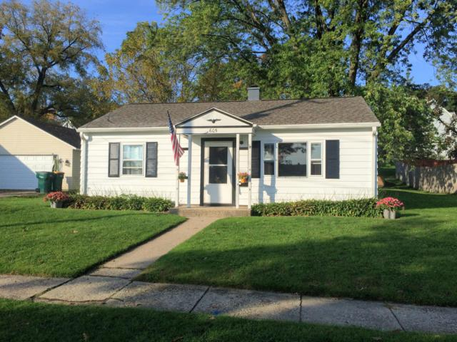 605 Oak St, Fort Atkinson, WI 53538 (#1609676) :: RE/MAX Service First
