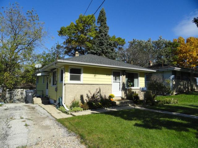 2124 Easy St, Waukesha, WI 53188 (#1610402) :: RE/MAX Service First