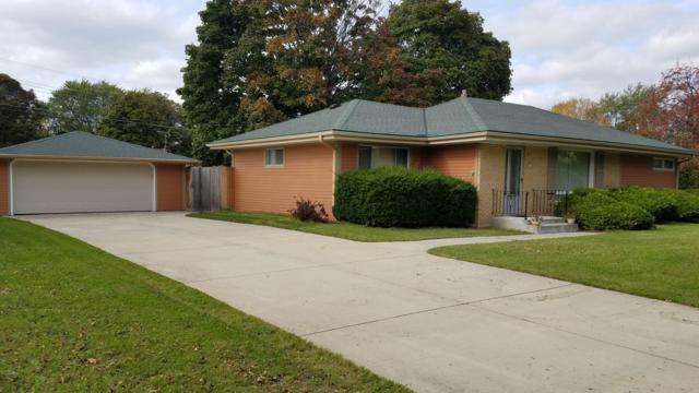 4573 N 107th St, Wauwatosa, WI 53225 (#1610462) :: Vesta Real Estate Advisors LLC