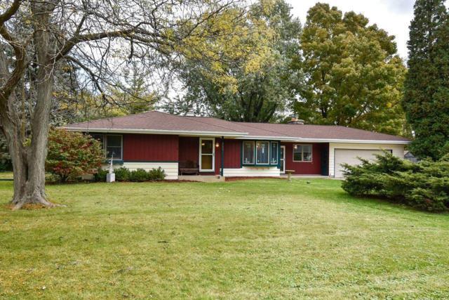 860 Anthony Ln, Brookfield, WI 53045 (#1610914) :: Vesta Real Estate Advisors LLC