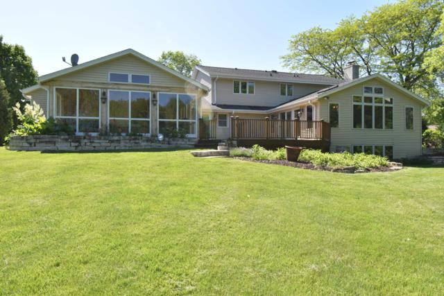 11652 N Saint James Ln, Mequon, WI 53092 (#1610986) :: Vesta Real Estate Advisors LLC