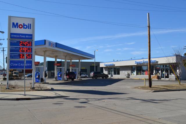 2418 Douglas Ave, Racine, WI 53402 (#1613346) :: Tom Didier Real Estate Team
