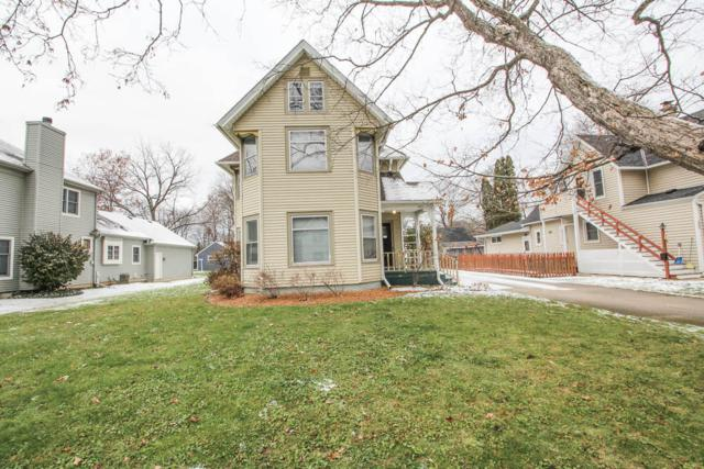 211 Maple Ave, Hartland, WI 53029 (#1614614) :: RE/MAX Service First