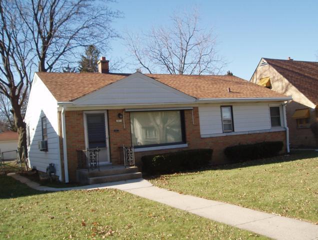 3925 N 79th St, Milwaukee, WI 53222 (#1614657) :: Tom Didier Real Estate Team
