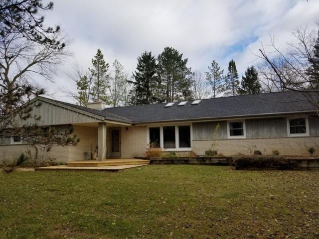 820 Granville Rd, Cedarburg, WI 53012 (#1615329) :: Tom Didier Real Estate Team