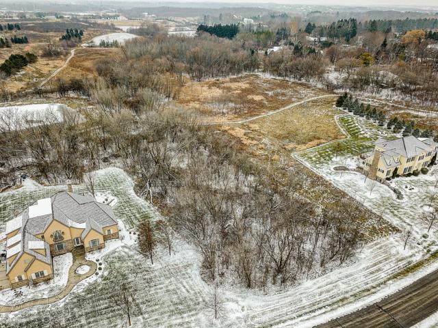 13324 N Silver Fox Dr, Mequon, WI 53097 (#1615539) :: Tom Didier Real Estate Team