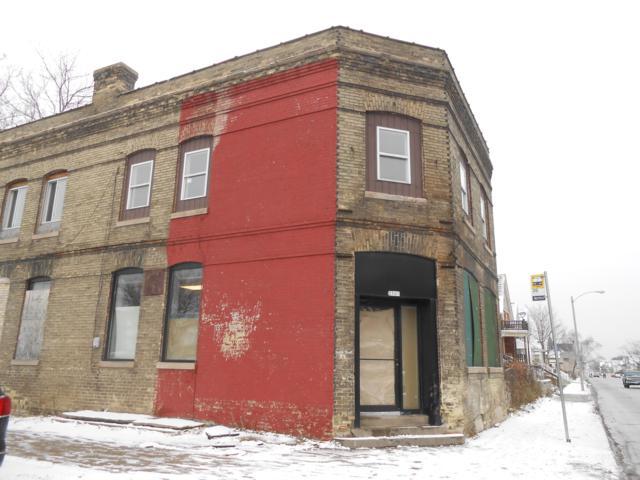 2501 N 35th St, Milwaukee, WI 53210 (#1615797) :: Tom Didier Real Estate Team