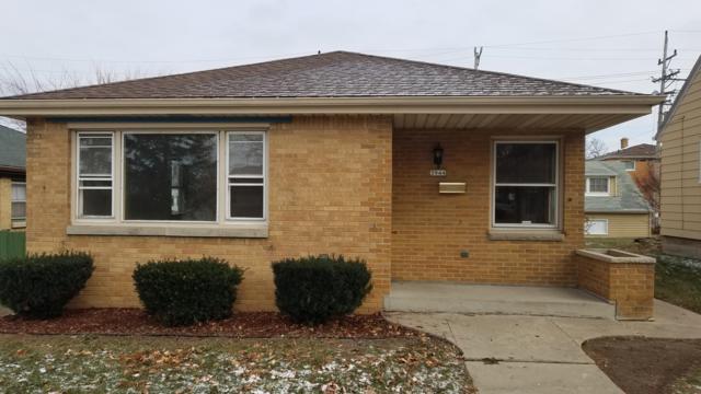 3944 N 77th St, Milwaukee, WI 53222 (#1616211) :: Tom Didier Real Estate Team