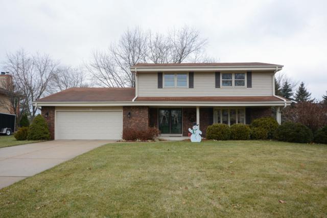W224N2615 Ridgewood Ln, Pewaukee, WI 53186 (#1616757) :: Vesta Real Estate Advisors LLC
