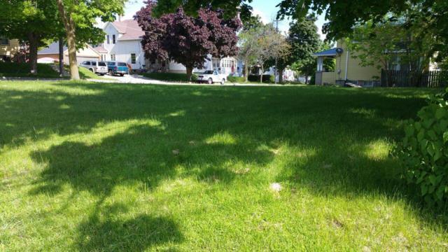 1916 Washington St, Manitowoc, WI 54220 (#1617182) :: Tom Didier Real Estate Team
