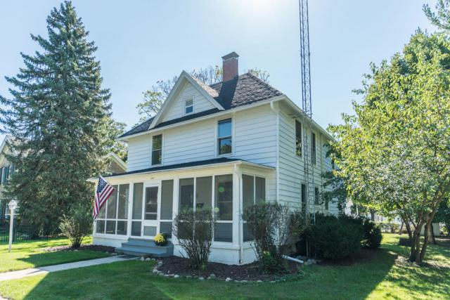 1024 Dodge St, Lake Geneva, WI 53147 (#1617836) :: RE/MAX Service First Service First Pros