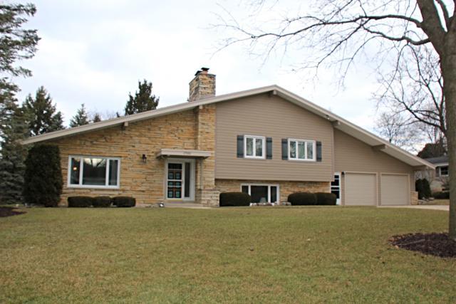 17550 Echo Ln, Brookfield, WI 53045 (#1619080) :: Vesta Real Estate Advisors LLC