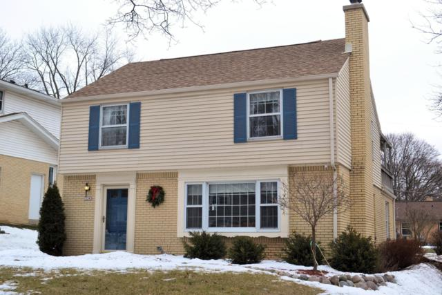 10343 W Park Ridge Ave, Wauwatosa, WI 53222 (#1621619) :: Tom Didier Real Estate Team