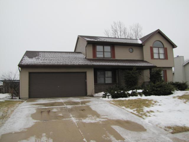 8200 S Glenfield Dr, Oak Creek, WI 53154 (#1622144) :: eXp Realty LLC
