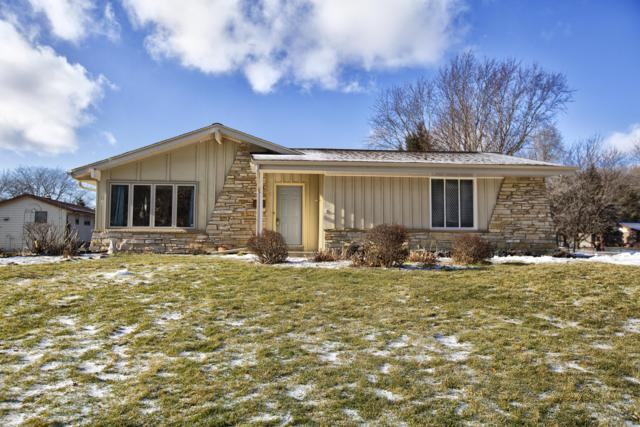 756 E Imperial Dr, Hartland, WI 53029 (#1622653) :: RE/MAX Service First