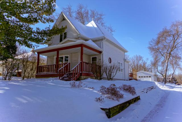 1022 Oakland Ave, Waukesha, WI 53186 (#1622739) :: RE/MAX Service First