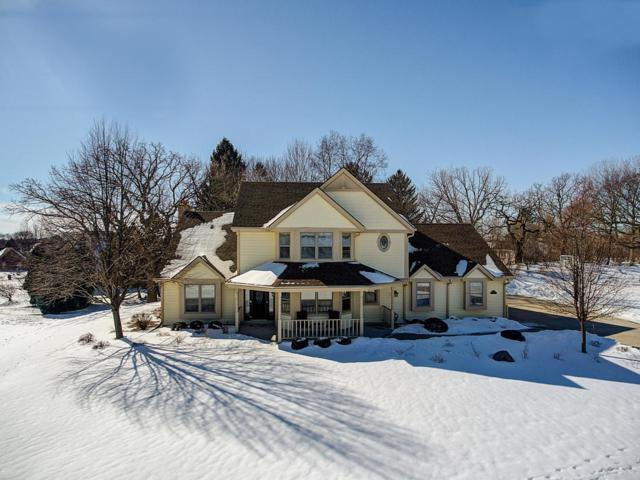 W263N2807 Coachman Dr, Pewaukee, WI 53072 (#1623036) :: RE/MAX Service First