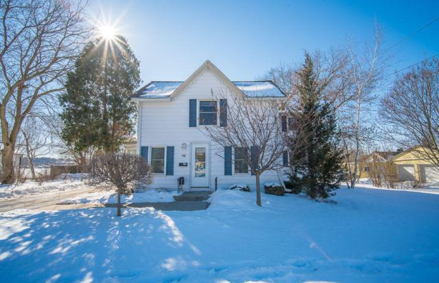 504 W Wisconsin Ave, Pewaukee, WI 53072 (#1623049) :: RE/MAX Service First