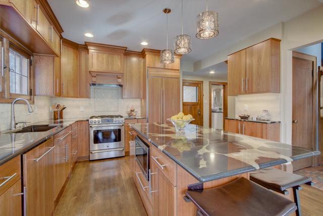 4458 N Maryland Ave, Shorewood, WI 53211 (#1626958) :: Tom Didier Real Estate Team