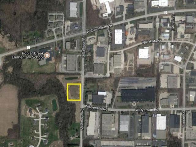 2935 S Calhoun Rd, New Berlin, WI 53151 (#1628193) :: Keller Williams Momentum