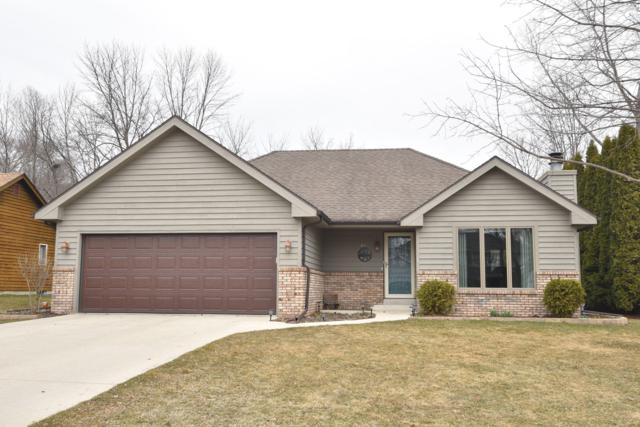 620 W Briarknoll Ct, Saukville, WI 53080 (#1629288) :: Tom Didier Real Estate Team