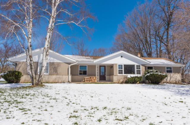 542 Sarah Ln, Cedarburg, WI 53012 (#1629654) :: Tom Didier Real Estate Team