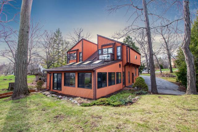 704 Saint Johns Dr, Delafield, WI 53018 (#1629762) :: eXp Realty LLC