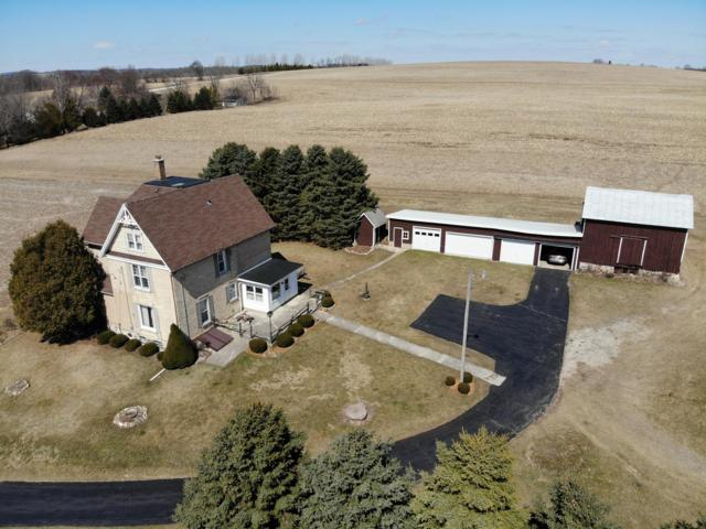 N6850 Pioneer Dr, Fredonia, WI 53021 (#1629989) :: RE/MAX Service First Service First Pros