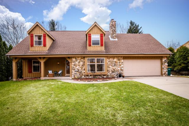 1757 Pine Ct, Grafton, WI 53024 (#1630330) :: Tom Didier Real Estate Team