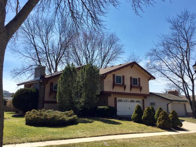 305 E Parkway Estates Dr, Oak Creek, WI 53154 (#1631002) :: eXp Realty LLC