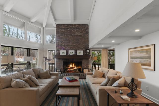 845 Hillside Dr G1, Fontana, WI 53125 (#1631266) :: Tom Didier Real Estate Team