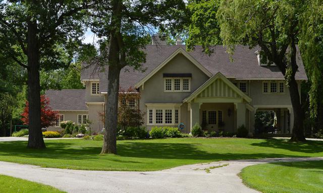 7829 N Regent Rd, Fox Point, WI 53217 (#1631365) :: Tom Didier Real Estate Team