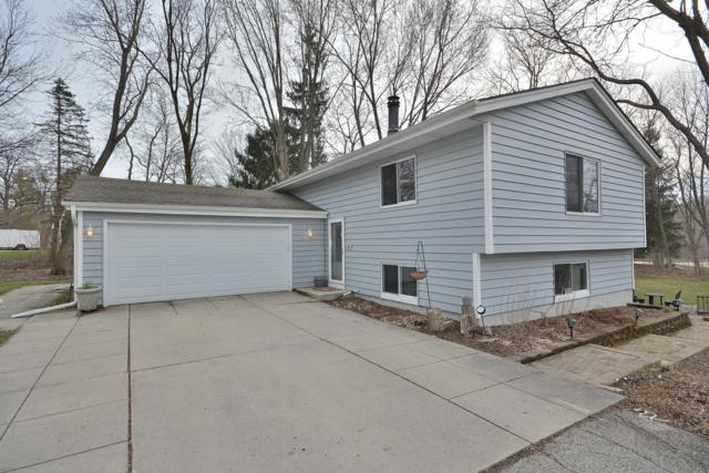 12445 N Center Dr, Mequon, WI 53092 (#1632162) :: eXp Realty LLC