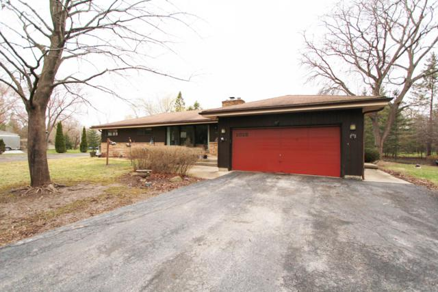 2828 W Sholes Dr, Mequon, WI 53092 (#1632526) :: Tom Didier Real Estate Team