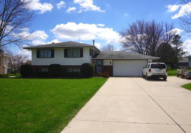 2275 W Oakwood Rd, Oak Creek, WI 53154 (#1633066) :: eXp Realty LLC