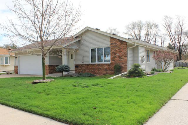 523 Greenmeadow Dr, Waukesha, WI 53188 (#1635110) :: eXp Realty LLC