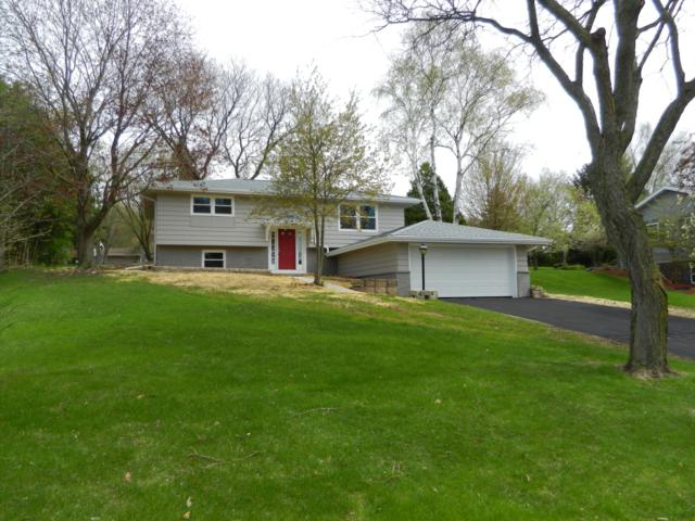 625 Oxford Dr, Hartland, WI 53029 (#1635950) :: RE/MAX Service First