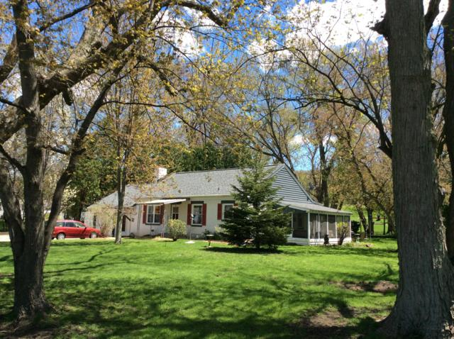 233 E State Road, North Prairie, WI 53153 (#1636106) :: RE/MAX Service First Service First Pros
