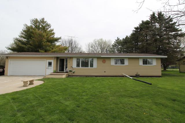 1219 Glenridge Ln, Elkhorn, WI 53121 (#1636157) :: RE/MAX Service First Service First Pros