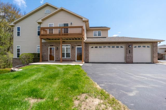 17948 W Jacobs Ridge Ct, New Berlin, WI 53146 (#1636835) :: RE/MAX Service First Service First Pros