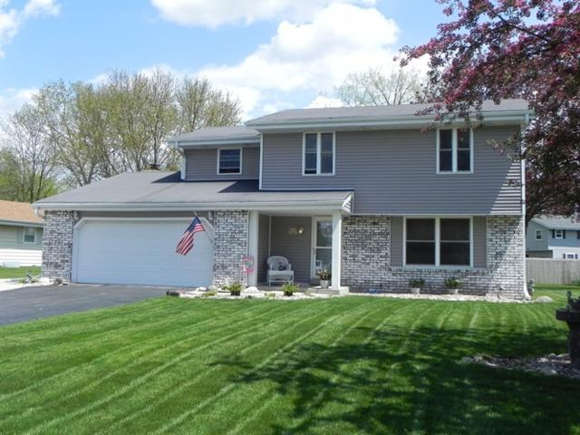 W223N2440 Glenwood Ln, Pewaukee, WI 53186 (#1637226) :: RE/MAX Service First Service First Pros