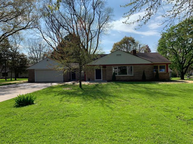 355 N Beaumont Avenue, Brookfield, WI 53005 (#1637431) :: RE/MAX Service First Service First Pros